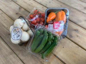 סל משק במחיר מבצע; פטריות, מלפפון, פלפל ושרי | משק 77 - קנייה אונליין וחנות משלוחים של פירות וירקות מתוצרת חקלאית טרייה.